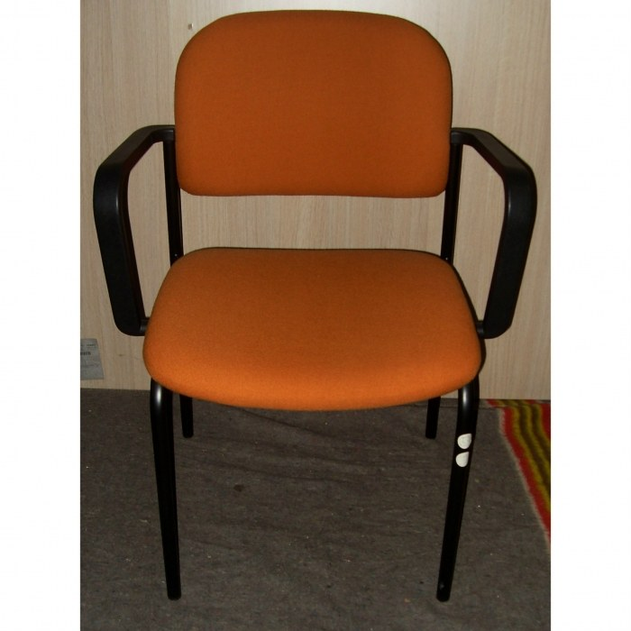 Vierpootsstoel Stof Oranje met arm leggers