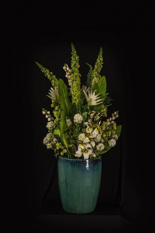 Zijden bloemstuk in grote pot   1