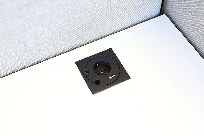 Götessons Power Grommet vierkant 1 x stroom + 1 x USB Charger  702532 1