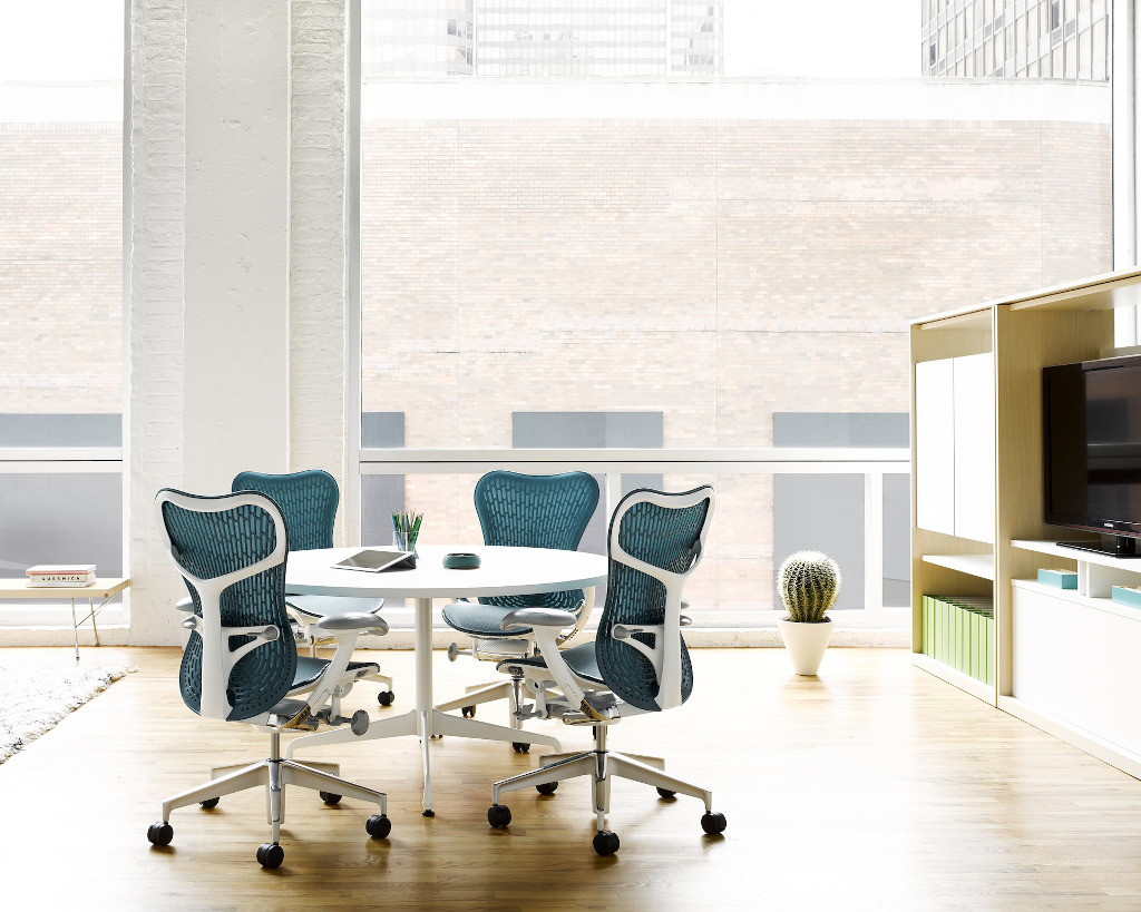 Mirra 2 Chairs with Eames Round Table