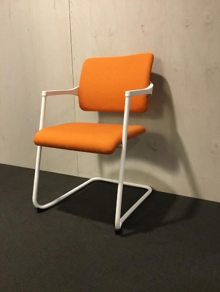 Bowerkt bijzetstoel oranje