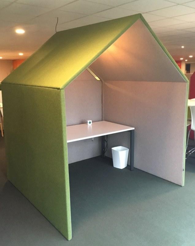 Gotessons Hut groen grijs met  lamp en kabelkanaal