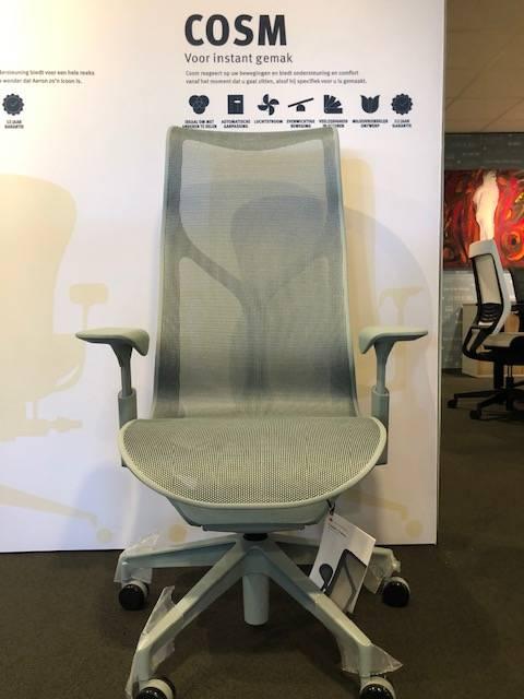 Herman Miller COSM bureaustoel met hoge rug glacier
