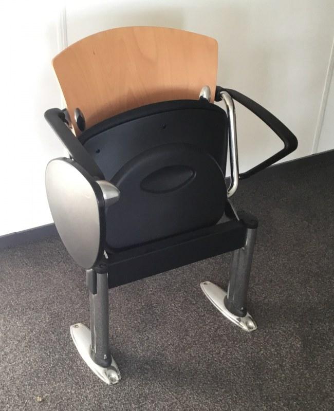 Sesta wachtstoel met schrijfplateau beuken rug